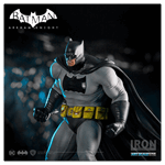 DC Comics - Batman: Arkham Knight - Batman Dark Knight 1/10th Scale Statue - Packshot 2