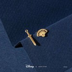 Disney - Mulan - Fan & Sword Short Story Gold Stud Earrings - Packshot 2