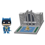 DC Comics - Batman with Hall of Justice 80th Anniversary Pop! Town - Packshot 1