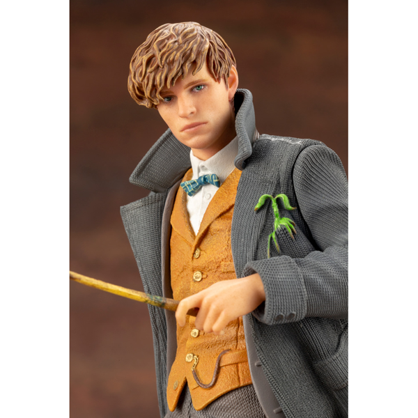 Harry Potter - Fantastic Beasts - Newt Scamander Figure - Packshot 5