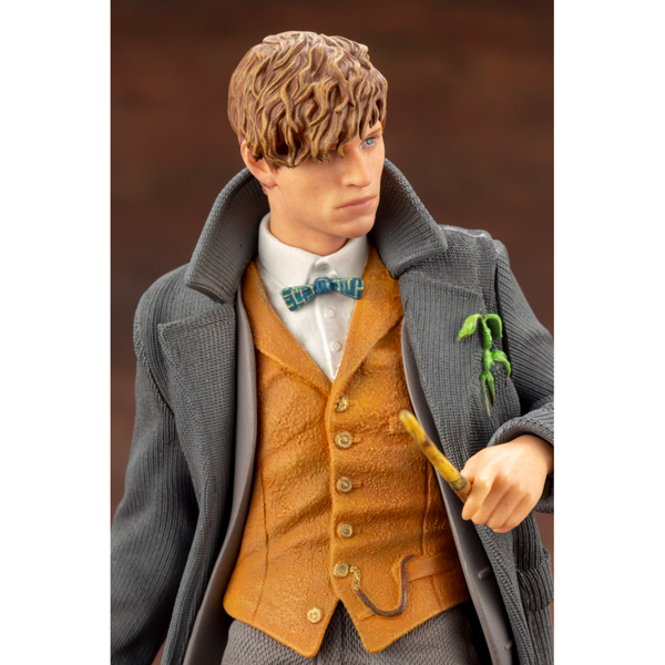 Harry Potter - Fantastic Beasts - Newt Scamander Figure - Packshot 4