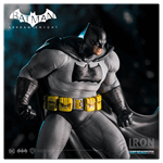DC Comics - Batman: Arkham Knight - Batman Dark Knight 1/10th Scale Statue - Packshot 3