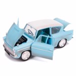 Harry Potter - Ford Anglia Diecast Replica with Harry Potter Figure - Packshot 3