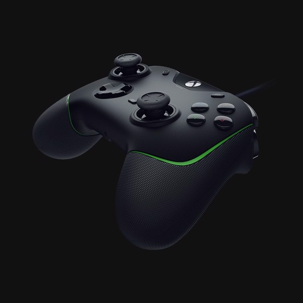 Razer Wolverine V2 Wired Gaming Controller for Xbox Series X - Packshot 2