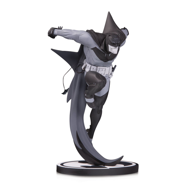 DC Comics - Batman - Knight Black & White Statue - Packshot 1
