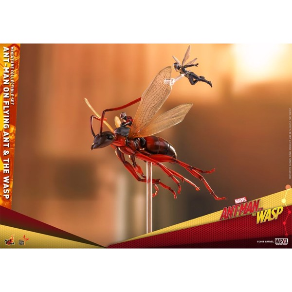 Marvel - Ant-Man on Flying Ant and the Wasp Miniature Collectible Figure Set - Packshot 3