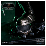 DC Comics - Batman vs Superman - Armored Batman Battle Damaged 1/10th Scale Statue - Packshot 2