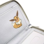 Pokemon - Eevee Silver Holographic Zip-Around Wallet - Packshot 3